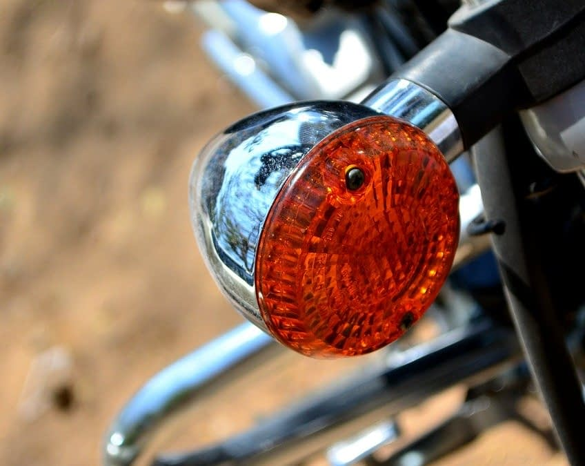 Comment changer son clignotant moto ?