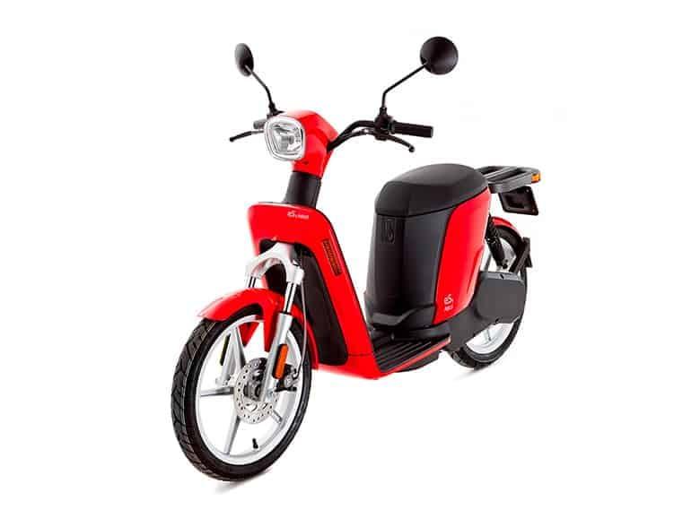un scooter électrique askoll es2 rouge et noir