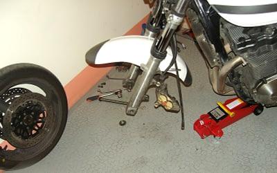Comment changer la roue avant de sa moto ?