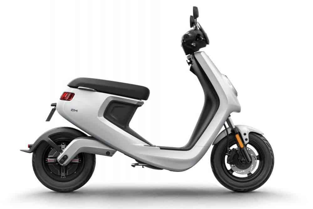 un scooter électrique niu m1 pro