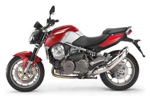 une moto aprilia mana 850