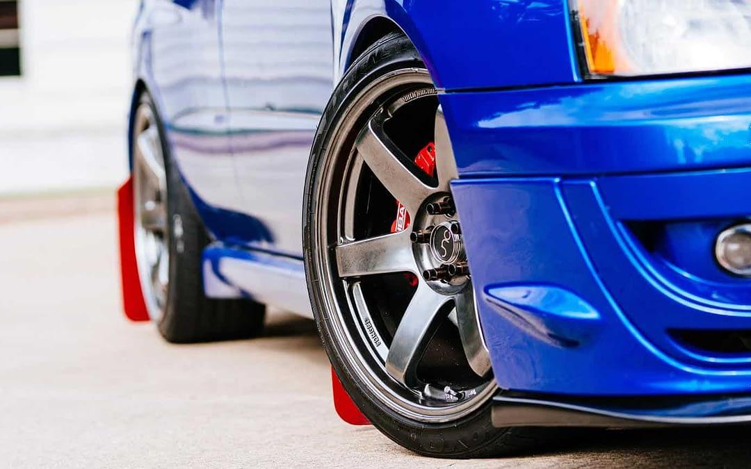 roues de voiture bleu