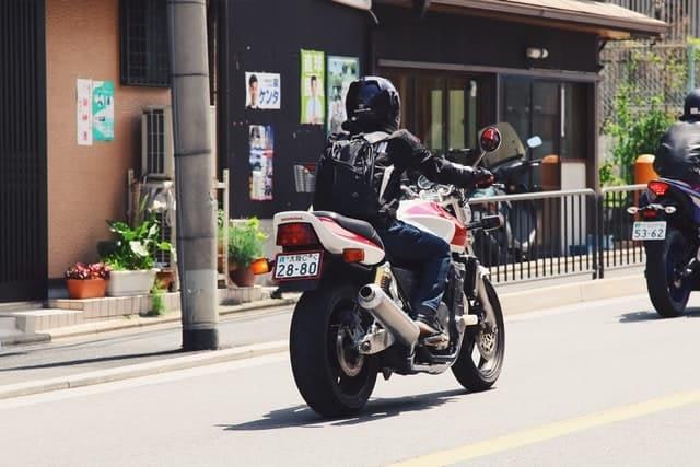 motard sur route
