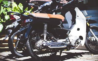 Peut-on conduire une moto sans avoir de permis ?